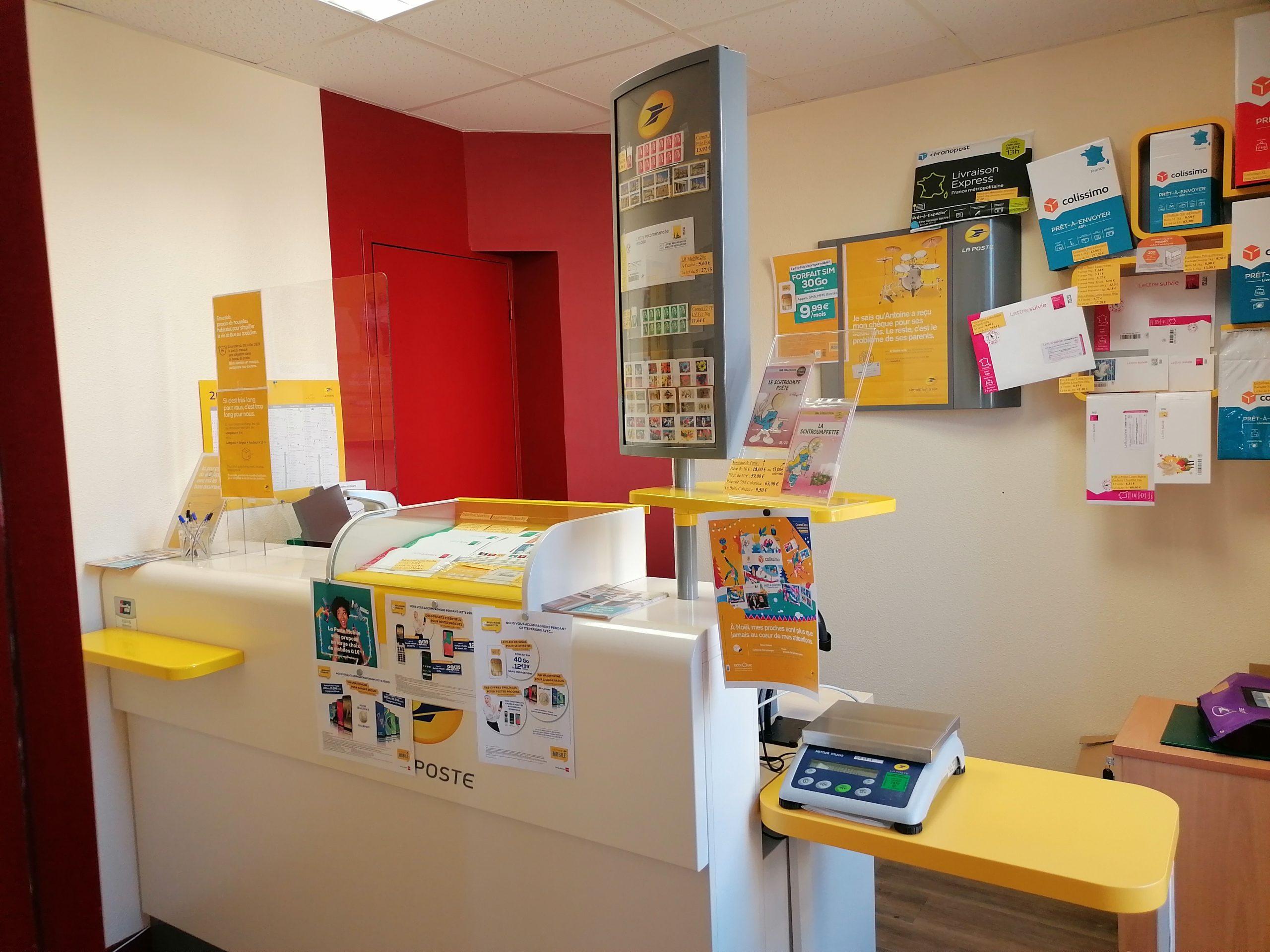 Intérieur de l'agence postale communale de Curan