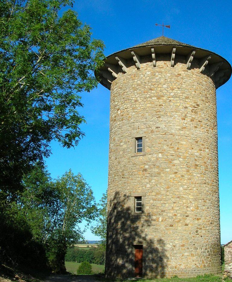 Une tour situé à Curan